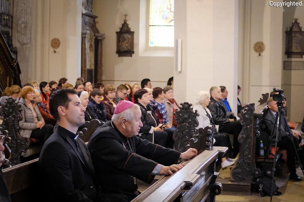 Fotografie z každoročnej púte diecéznych charít, ktorá sa tento rok konala v Trnave. reportaz v podani fotografa Antona Frica, www.fotoportal.sk