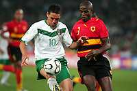 Fotball<br /> VM 2006<br /> Foto: Dppi/Digitalsport<br /> NORWAY ONLY<br /> <br /> FOOTBALL - WORLD CUP 2006 - STAGE  - GROUP D - MEXICO v ANGOLA - 16/06/2006 - GUILLERMO FRANCO(MEX) / JOAO JAMBA (ANG)