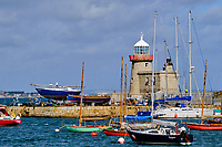 République d'Irlande, Dublin, Irlande, Comté de Fingal, banlieue nord de Dublin, Howth, le phare du port // Republic of Ireland; Dublin, Howth Harbour lighthouse
