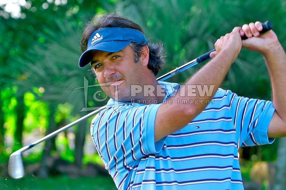 Octavio Villar comemora a vitória do XIII Aberto do Belém Novo Golf Club.  FOTO: Jefferson Bernardes / Preview.com