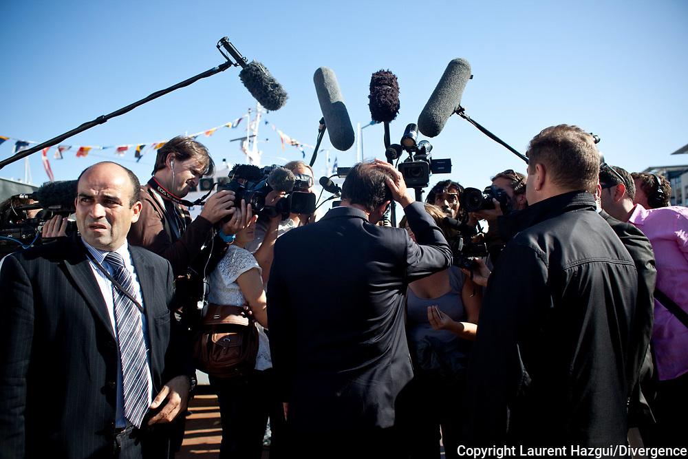 27082011. La Rochelle. Université d'été du PS. François Hollande. Rencontre avec les jeunes autour de François Hollande - Bateau du Musée maritime de La Rochelle