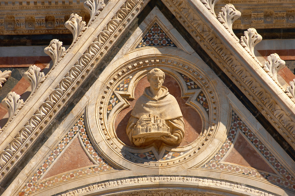 Cathederal - Detail of the facade. Piazza del Duomo, Sienna Italy ..<br /> <br /> Visit our ITALY PHOTO COLLECTION for more   photos of Italy to download or buy as prints https://funkystock.photoshelter.com/gallery-collection/2b-Pictures-Images-of-Italy-Photos-of-Italian-Historic-Landmark-Sites/C0000qxA2zGFjd_k<br /> <br /> If you prefer to buy from our ALAMY PHOTO LIBRARY  Collection visit : https://www.alamy.com/portfolio/paul-williams-funkystock/sienna-cathedral.html .