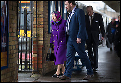 December 21, 2017 - Kings Lynn, United Kingdom - Image  licensed to i-Images Picture Agency. 21/12/2017. Kings Lynn , United Kingdom. The Queen  and Duke of Edinburgh arriving at Kings Lynn train station in Norfolk, United Kingdom, for the start of their traditional Christmas holiday at Sandringham. for Christmas holidays. (Credit Image: © Stephen Lock/i-Images via ZUMA Press)