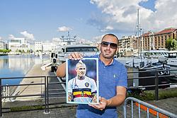 June 10, 2018 - Anvers, Belgique - a fan of Radja Nainggolan with his signature (Credit Image: © Panoramic via ZUMA Press)