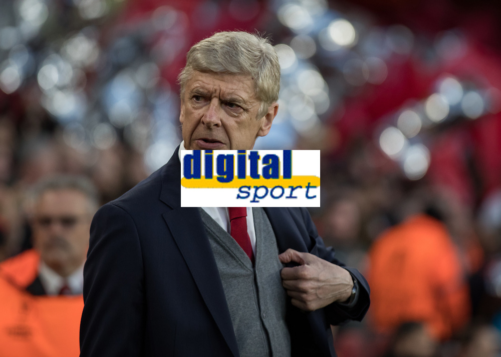 Football - 2017 / 2018 UEFA Europa League - Semi-Final, First Leg: Arsenal vs. Atletico Madrid<br /> <br /> Arsenal Manager Arsene Wenger emerges from the tunnel ahead of kick off at The Emirates.<br /> <br /> COLORSPORT/DANIEL BEARHAM