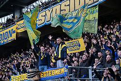 Brøndby fans på Sydsiden før kampen i 3F Superligaen mellem Brøndby IF og Lyngby Boldklub den 1. marts 2020 på Brøndby Stadion (Foto: Claus Birch).