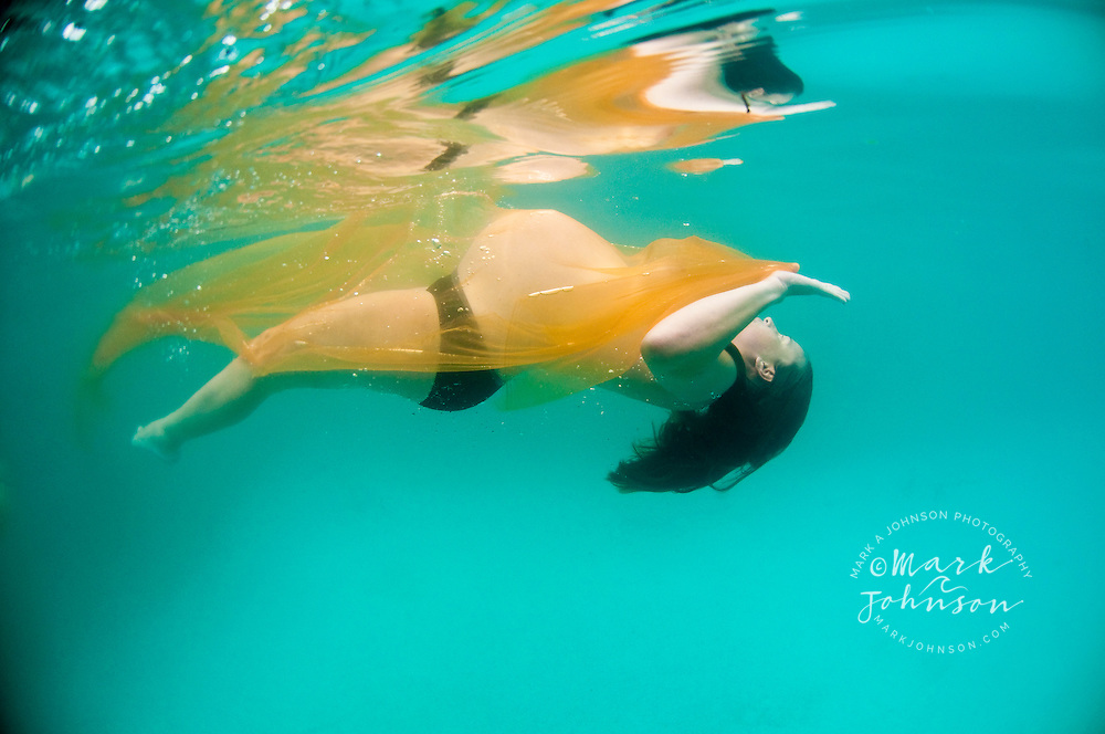Pregnant woman underwater in pool<br /> ****Model Release available
