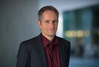 DEU, Deutschland, Germany, Berlin, 05.11.2018: Portrait von Thomas Oberhäuser, der Rechtsanwalt ist auf Ausländer- und Asylrecht spezialisiert.
