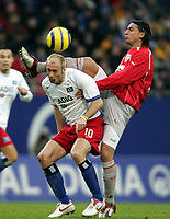Fotball<br /> Bundesliga Tyskland 2004/05<br /> Hamburger SV v Vfb Stuttgart<br /> 12. februar 2005<br /> Foto: Digitalsport<br /> NORWAY ONLY<br />  Sergej Barbarez HSV, Fernando Meira