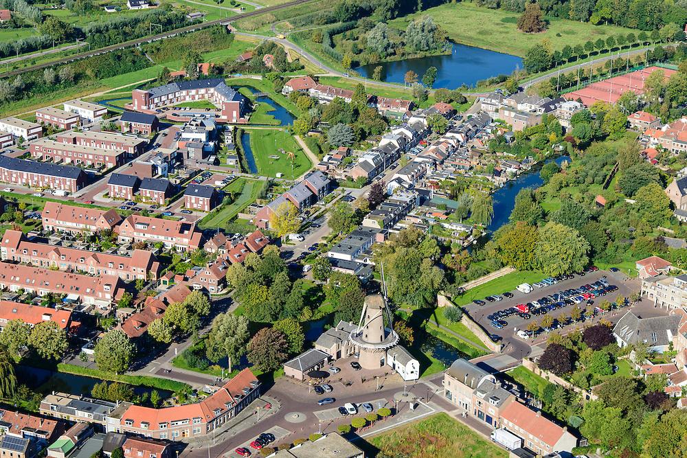 Nederland, Gelderland, Neder-Betuwe, 30-09-2015;  stadscentrum Culemborg met Molen de Hoop.<br /> City centre Culemborg.<br /> luchtfoto (toeslag op standaard tarieven);<br /> aerial photo (additional fee required); copyright foto/photo Siebe Swart.