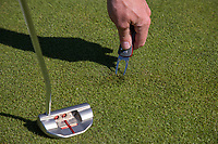 AMSTERDAM  -pitchfork, repair pitchmarks, green, , Golf, regels,    COPYRIGHT KOEN SUYK