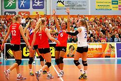 20140928 NED: Supercup, VC Sneek - Coolen Alterno: Sneek<br /> VC Sneek viert een gewonnen punt<br /> ©2014-FotoHoogendoorn.nl / Pim Waslander