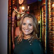 NLD/Amsterdam/20121126- Kika veiling 2012 foto's Veronica gids, Lieke van Lexmond bij haar schilderij