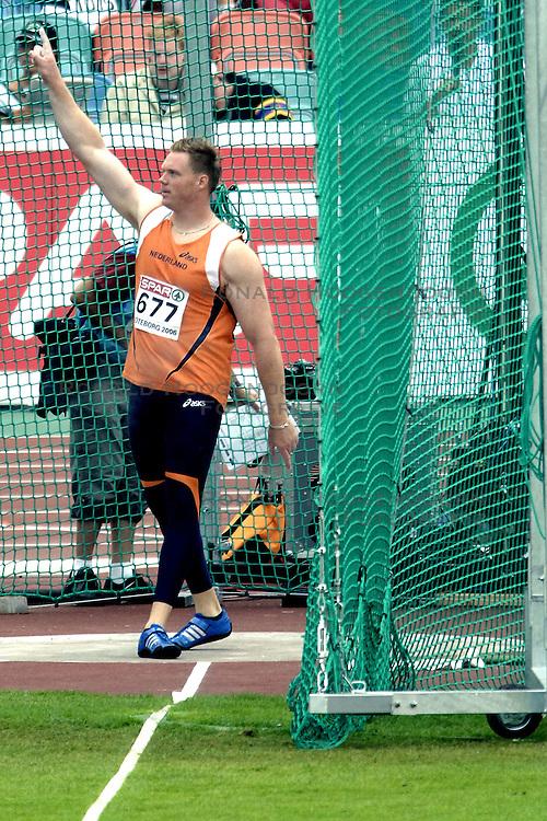 10-08-2006 ATLETIEK: EUROPEES KAMPIOENSSCHAP: GOTHENBORG <br /> Rutger Smith plaatst zich voor de finale discus<br /> ©2006-WWW.FOTOHOOGENDOORN.NL