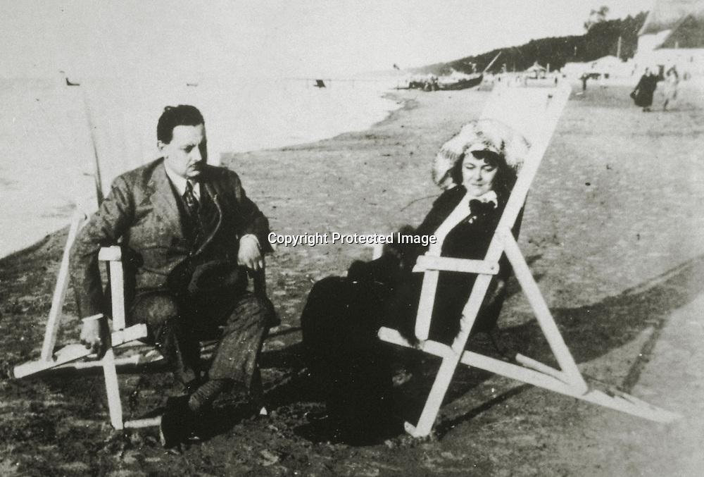 Giuseppe Tomasi di Lampedusa e la moglie Licy, 1931, Baltico<br />archivio effigie