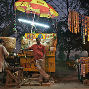 Bhel puri stall in front of Victoria memorial, Kolkata, January 2007
