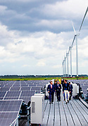 Nieuw-Buinen, 21-5-2021<br /> <br /> Koning Willem Alexander tijdems de opening van Zonnepark Hollandia Nieuw-Buinen. Het zonnepark is een initiatief van Avitec infra & milieu, Solarfields Nederland en Avebe. Het park is in samenspraak met omwonenden en omliggende bedrijven tot stand gekomen en zet met innovatie in op het verder verduurzamen van de energietransitie.Foto: Brunopress/Patrick van Emst