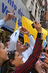 José Serra, candidato presidencial pelo Partido Social Democrata Brasileiro (PSDB) durante caminhada com a multidão em comício de campanha em Porto Alegre, Brasil em 13 de outubro, 2010. Serra e Dilma Rousseff, sua rival irão se enfrentar em 31 de outubro no segundo turno da eleição. FOTO: Jefferson Bernardes/Preview.com