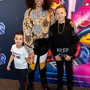 NLD/Utrecht/20190203- Première De LEGO Film 2, Fenna Ramos met haar neefjes