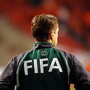 NLD/Amsterdam/20061115 - Voetbal, Nederland - Engeland, scheidsrechter, Fifa jas