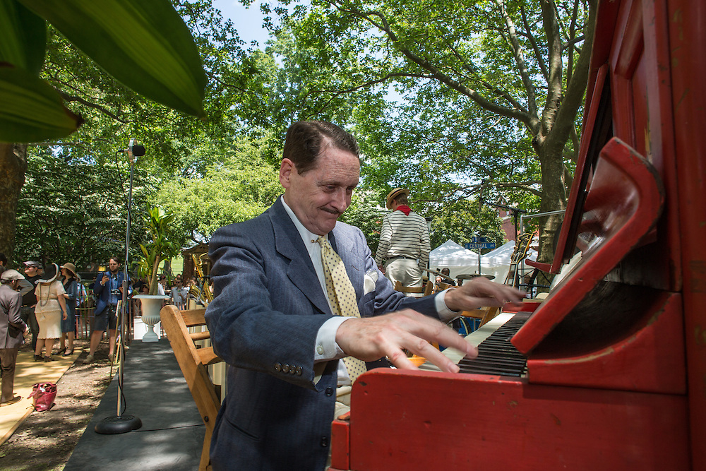 Pianist Peter Mintun playing ragtime piano pieces. Mintun is a leading interpreter of early 20th-century American music.
