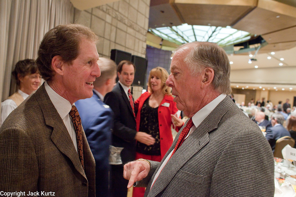 11 DECEMBER 2008 -- Stephen Kurtz, (CQ) of Mankwitz Kurtz Investments, LLC in Denver talks T. Boone Pickens at the Biltmore Thursday. Oil magnate and proponent of wind energy T. Boone Pickens spoke at the Biltmore during the Chamber breakfast Thursday. PHOTO BY JACK KURTZ