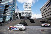 De politie heeft de beveiliging verscherpt op het Centraal Station van Utrecht na de mogelijke terreuraanslag in een tram. De gemeente adviseerde de bewoners van de stad binnen te blijven, waardoor het station veel rustiger is dan normaal.