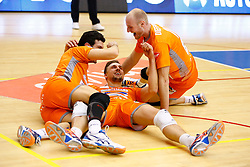 20141228 BEL: Beker, Knack Roeselare - Volley BeHappy2 Asse - Lennik: Roeselare<br /> Jose Miguel Sugranes (14) Volley Behappy2 Asse - Lennik, Robin Overbeeke (11) Volley Behappy2 Asse - Lennik, Jasper Diefenbach (10) Volley Behappy2 Asse - Lennik<br /> ©2014-FotoHoogendoorn.nl / Pim Waslander