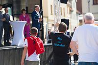 Apolda, 03.09.2021: Anhänger der AfD stören eine Wahlkampfveranstaltung der CDU mit Armin Laschet, Kanzlerkandidat und CDU-Bundesvorsitzender, auf dem Marktplatz in Apolda.