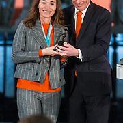 NLD/Den Haag/20180323 - Huldiging Olympische en Paralympische medaillewinnaars, Bruno Bruins, minister voor medische zorg en sport reikt de onderscheidingen uit aan Bibian Mentel
