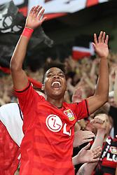 26.08.2015, BayArena, Leverkusen, GER, UEFA CL, Bayer 04 Leverkusen vs Lazio Rom, Playoff, Rückspiel, im Bild Nascimento Borges Wendell (Bayer 04 Leverkusen #18) feiert mit den Fans die Humba auf dem Zaun // during UEFA Champions League Playoff 2nd Leg match between Bayer 04 Leverkusen and SS Lazio at the BayArena in Leverkusen, Germany on 2015/08/26. EXPA Pictures © 2015, PhotoCredit: EXPA/ Eibner-Pressefoto/ Schueler<br /> <br /> *****ATTENTION - OUT of GER*****