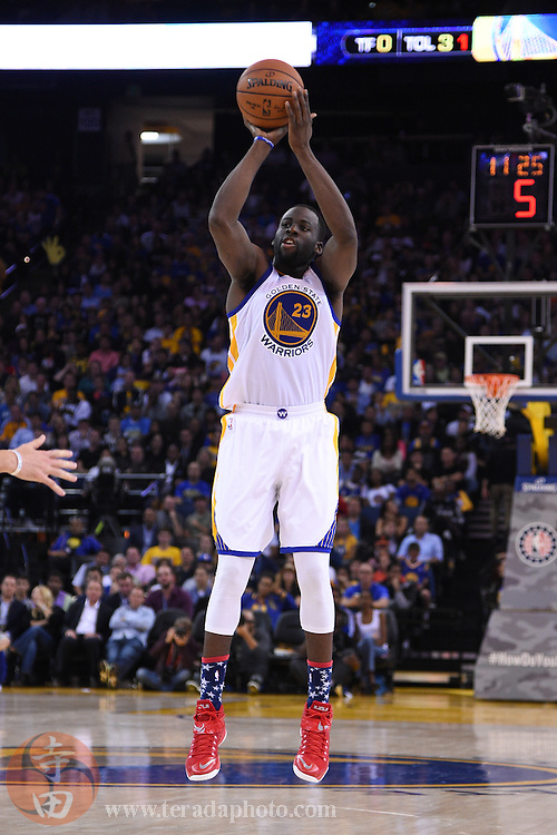 November 5, 2014; Oakland, CA, USA; Golden State Warriors forward Draymond Green (23) shoots the basketball during the third quarter against the Los Angeles Clippers at Oracle Arena. The Warriors defeated the Clippers 121-104.
