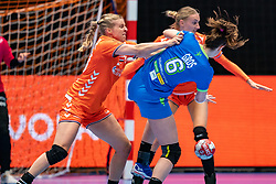 Danick Snelder of Netherlands, Ana Gros of Slovenia in action during the Women's friendly match between Netherlands and Slovenia at De Maaspoort on march 19, 2021 in Den Bosch, Netherlands (Photo by RHF Agency/Ronald Hoogendoorn)