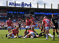 Rugby Union - 2018 / 2019 Gallagher Premiership - Play-Off Semi-Final: Saracens vs. Gloucester<br /> <br /> Saracens' Nick Tompkins scores the second try of his hat trick, at Allianz Park.<br /> <br /> COLORSPORT/ASHLEY WESTERN