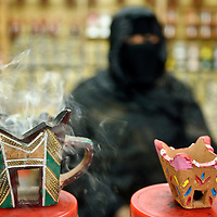 Salalah, Sultanate of Oman 28 March 2009.A woman shows the typical omani incense burner, in the souk of Salalah..PHOTO: EZEQUIEL SCAGNETTI