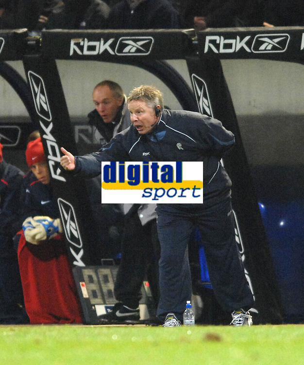 Photo: Paul Greenwood.<br />Bolton Wanderers v Arsenal. The FA Cup. 14/02/2007. Bolton Assistant manager Sammy Lee barks out the orders from the sidelines