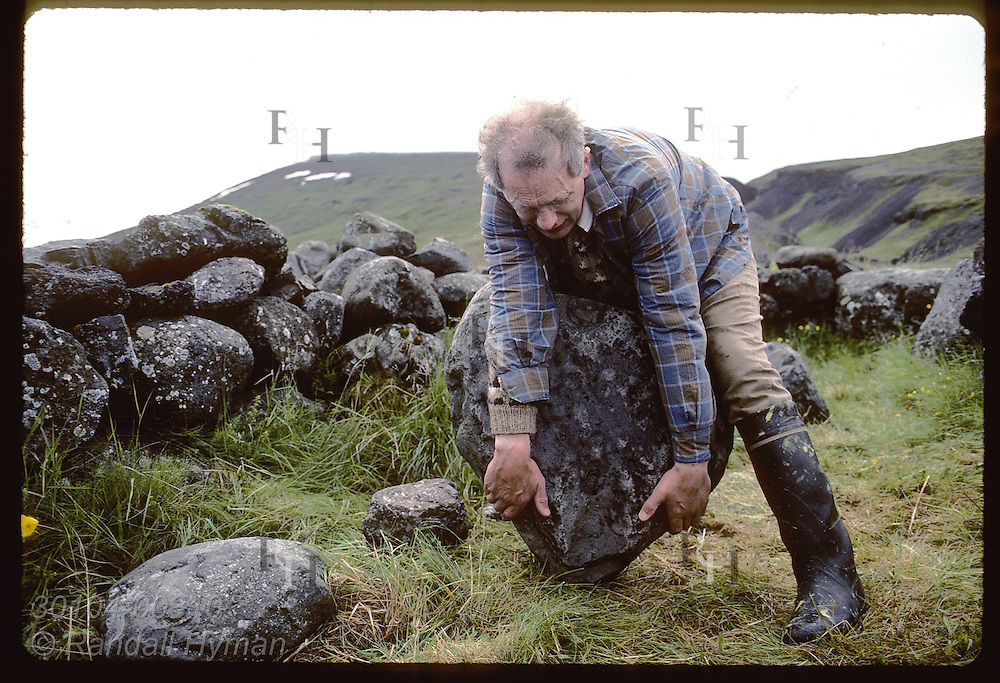 Man tries to lift famous Kviahella rock, 180kg, a test since it was first done in 1760; Husafell Iceland