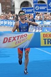 17.07.2010, Hamburg, GER, Triathlon, Dextro Energy Triathlon ITU World Championship, Elite Maenner,  im Bild Sieger Javier Gomez (ESP) jubelt beim Zieleinlauf.EXPA Pictures © 2010, PhotoCredit: EXPA/ nph/  Witke+++++ ATTENTION - OUT OF GER +++++ / SPORTIDA PHOTO AGENCY