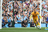 Manchester city goalkeeper Joe Hart in action.Barclays premier league match, Manchester city v Chelsea at the Etihad stadium in Manchester,Lancs on Sunday 21st Sept 2014<br /> pic by Andrew Orchard, Andrew Orchard sports photography.