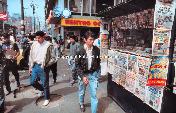 Peru, 1991 Lima, Iquitos, Trujillo, Cajamarca .Land in zuid amerika ten tijde van president Fujimori . Lichtend Pad, maoistische terreur, terreurbeweging,oorlog, guerillia,aanslagen,bomaanslagen,moorden,buitenlandse, hulpverleners, Foto: ANP/ Hollandse Hoogte/ Flip Franssen