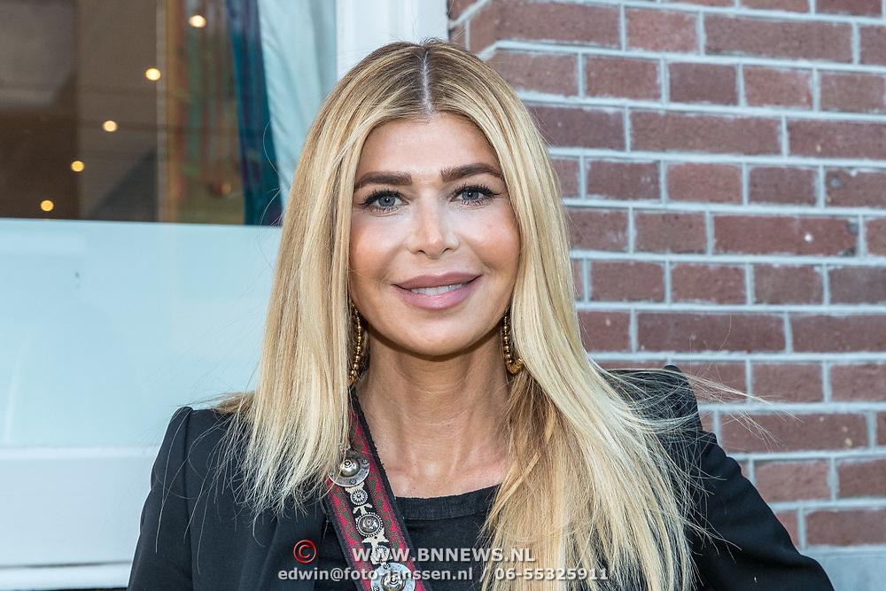 NLD/Amsterdam/20190401 -  Opening Burgerroom Gordon , Estelle Cruijff