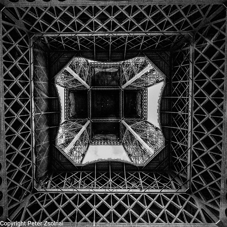 Simetric view of the Eiffel tower