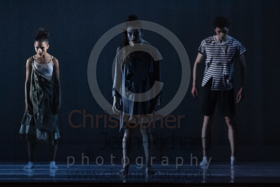 ART: 2017Sinister<br /> Choreographie: Robin Lee Smith<br /> Modern III Di/Sa<br /> <br /> Students and Instructors of Atelier Rainbow Tanzkunst (http://www.art-kunst.ch/) rehearse on the stage of the Schinzenhof for a series of performances in June, 2017.<br /> <br /> Schinzenhof, Alte Landstrasse 24 8810 Horgen Switzerland