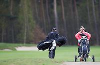LOCHEM -  Draagtas en kar  Lochemse Golf Club De Graafschap. COPYRIGHT KOEN SUYK
