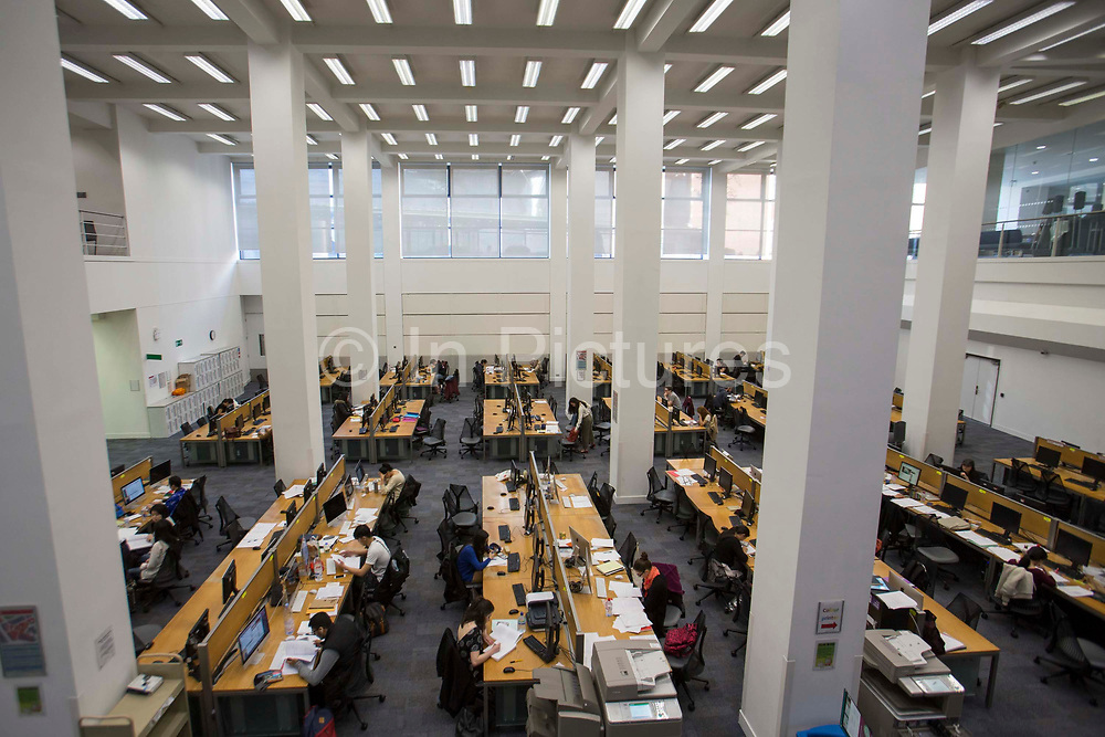 Students studying at hot desks inside the main LSE library designed by Norman Foster. The London School of Economics and Political Science LSE. Westminster, Central London. One of the leading social science universities in the world with students attending from over 155 different nations.