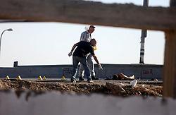 21.10.2015, Jerusalem, ISR, Nahostkonflikt zwischen Israel und Palästina, UN Generalsekretär Ban Ki Moon besucht Palästinensischen Autonomiegebiete, im Bild #OK#Polizisten und Soldaten bei einem Tatort // Israeli forensic policemen inspect the body of a Palestinian man at the scene of a stabbing attack near the West Bank Jewish settlement of Adam, north of Jerusalem, Wednesday, Oct. 21, 2015. Israeli police said the man stabbed a female Israeli soldier before he was shot and killed, Israel on 2015/10/21. EXPA Pictures © 2015, PhotoCredit: EXPA/ APAimages/ Shadi Hatem<br /> <br /> *****ATTENTION - for AUT, GER, SUI, ITA, POL, CRO, SRB only*****