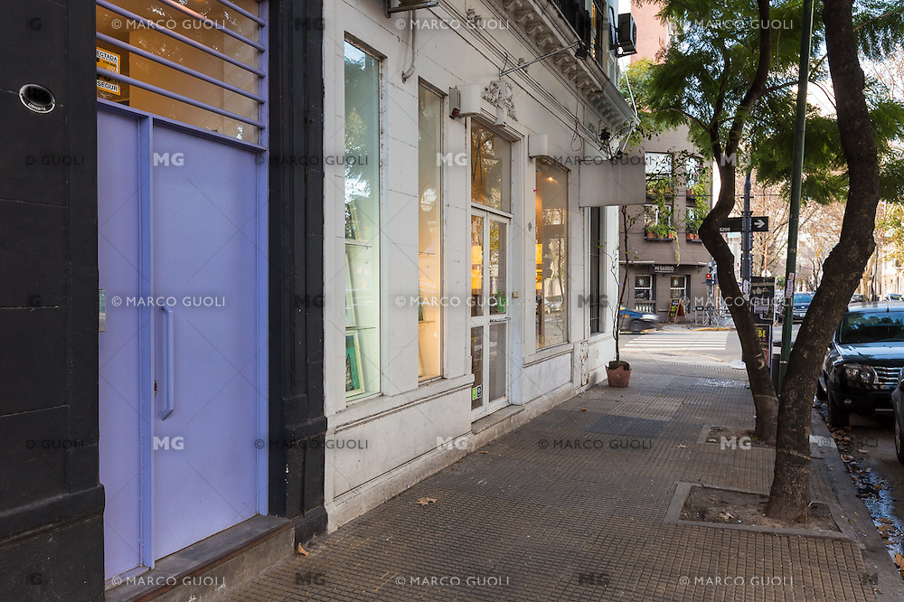 INTERIORES DE UN BED AND BREAKFAST, CIUDAD AUTONOMA DE BUENOS AIRES, ARGENTINA (PHOTO BY MARCO GUOLI - © AIRBNB, INC. - ALL RIGHTS RESERVED. CONTACT THE COPYRIGHT OWNER FOR IMAGE REPRODUCTION)