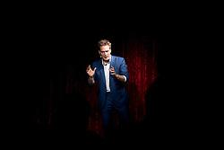 """21.11.2016, Schubert Theater, Wien, AUT, Zaubershow, Die Ehrlichen Betrüger - Catch Us If You Can, im Bild Paul Sommersguter // during the magic show """"Die Ehrlichen Betrüger - Catch Us If You Can"""" at the Schubert Theater, Vienna, Austria on 2016/11/21, EXPA Pictures © 2016, PhotoCredit: EXPA/ Sebastian Pucher"""