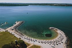 THEMENBILD - Badestrand eines Urlaubsresorts, aufgenommen am 05. Juli 2020 in Novigrad, Kroatien // beach of a holiday resort in Novigrad, Croatia on 2020/07/05. EXPA Pictures © 2020, PhotoCredit: EXPA/ JFK