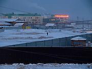 Vor dem Sonnenaufgang in einem Aussenbezirk von Jakutsk. Jakutsk hat 236.000 Einwohner (2005) und ist Hauptstadt der Teilrepublik Sacha (auch Jakutien genannt) im Föderationskreis Russisch-Fernost und liegt am Fluss Lena. Jakutsk ist im Winter eine der kältesten Großstaedte weltweit mit durchschnittlichen Winter Temperaturen von -40.9 Grad Celsius. Die Stadt ist nicht weit entfernt von Oimjakon, dem Kältepol der bewohnten Gebiete der Erde.<br /> <br /> Before sunrise at the periphery of Yakutsk. Yakutsk is a city in the Russian Far East, located about 4 degrees (450 km) below the Arctic Circle. It is the capital of the Sakha (Yakutia) Republic (formerly the Yakut Autonomous Soviet Socialist Republic), Russia and a major port on the Lena River. Yakutsk is one of the coldest cities on earth, with winter temperatures averaging -40.9 degrees Celsius.